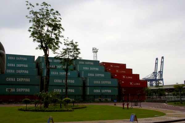 used-shipping-containers-2